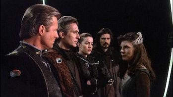 Sheridan, Sinclair, Ivanova, Marcus, and Delenn prepare to travel in time.