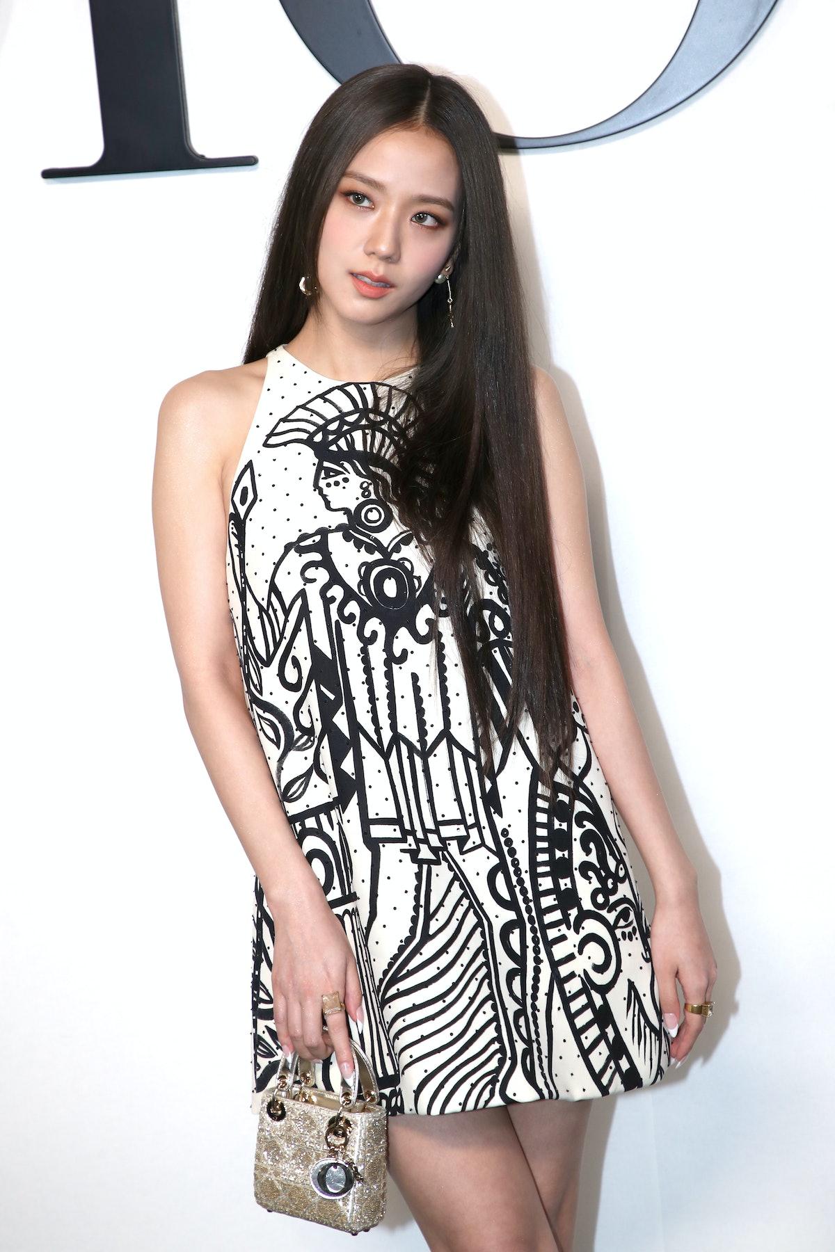 سو در نمایشگاه لباس دیور بهار/تابستان 2022 در چارچوب هفته مد پاریس در 2 سپتامبر شرکت می کند ...