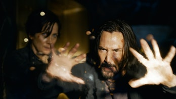 Carrie-Anne Moss and Keanu Reeves in Matrix 4.