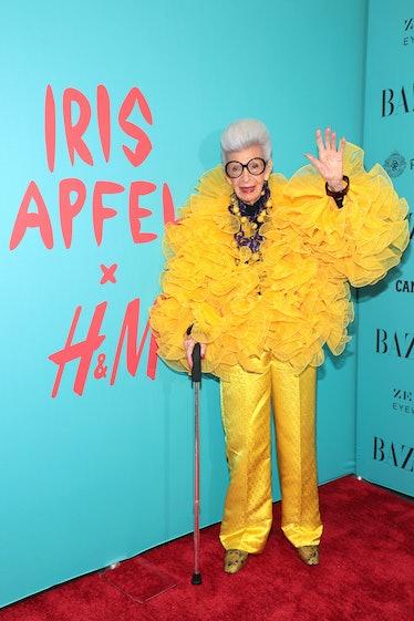 Iris Apfel waving
