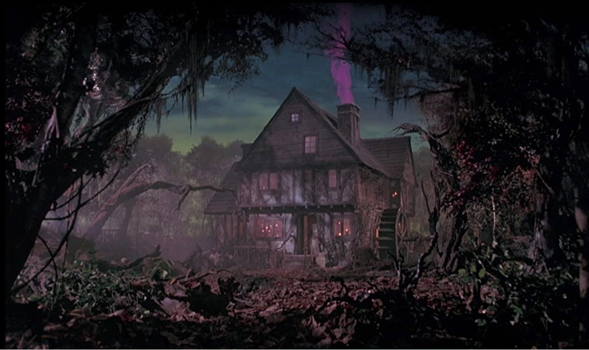 These 'Hocus Pocus' Zoom backgrounds include iconic moments from the movie.