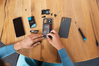 A look at the components of the Fairphone 4