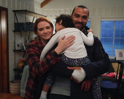 Sarah Drew as April Kepner & Jesse Williams as Jackson Avery in a behind the scenes photo from 'Grey...