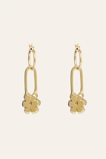 Yam's gold flower pin earrings.