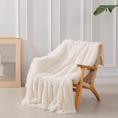 Tuddrom Faux Fur Throw Blanket