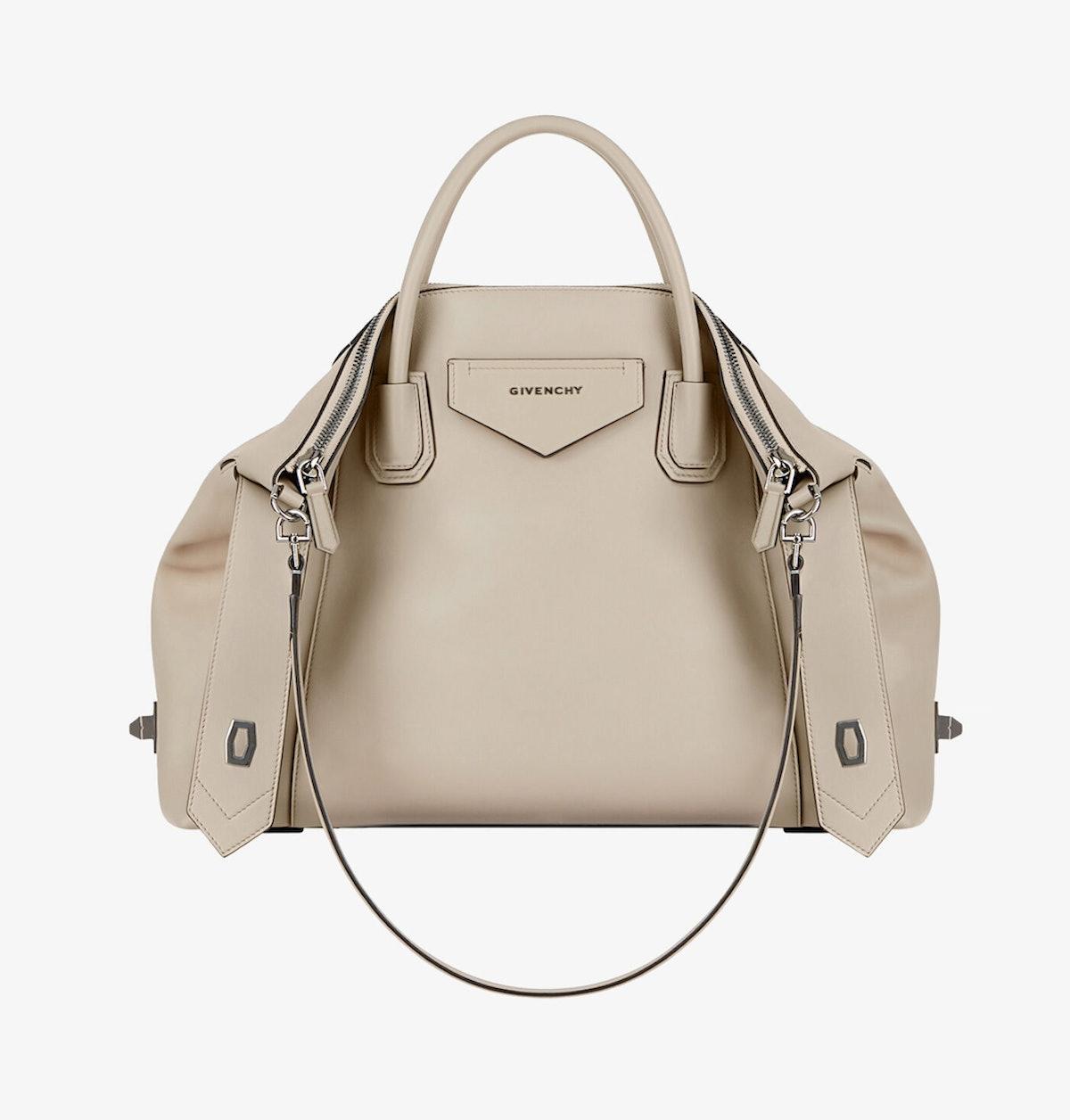 Medium Antigona Soft Bag in Smooth Leather