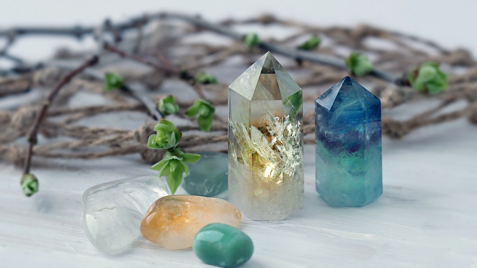 gemstones minerals for relaxation and meditation. Rock crystal.  healing gemstones. Crystal Ritual, Witchcraft, Cute Crystal Layout, Prosperity, Meditation, Relaxing Chakra, Healing Crystals