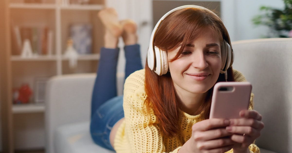 15 Best Parenting Podcasts For Moms That Just Get It (& You)