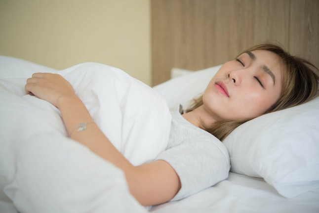 There are lost of noise-free ways to get good sleep, such as wearing earplugs or hanging noise-blocking curtains to block out street noise.