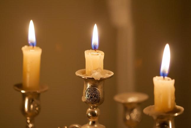 This mercury retrograde ritual uses candles to summon Mercury energy.