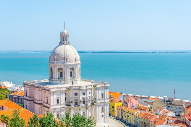 Portugal hotels are offering amazing deals during the December holidays.