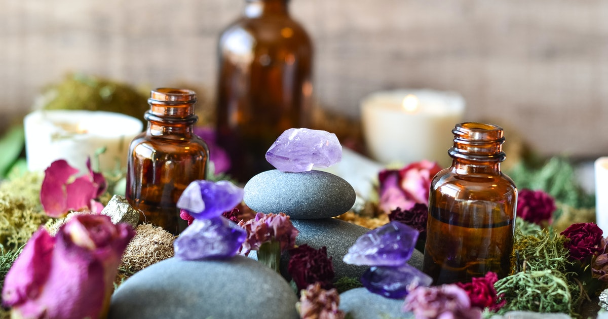How To Use Crystals & Essential Oils To Get More Out Of Your Practice