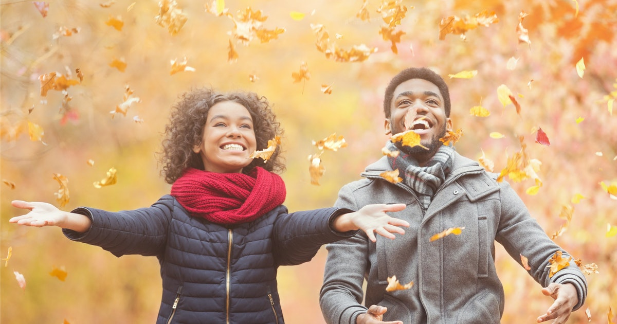 25 Captions For Pics With Bae In The Fall Foliage That Are Unbeleafable
