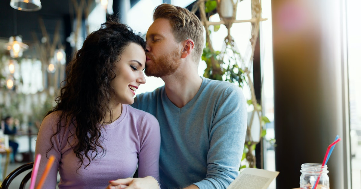 How To Manifest A Long-Term Relationship, According To An Expert
