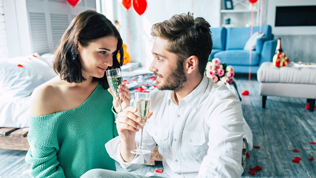 There are many free one-year anniversary gifts that will win your partner over.