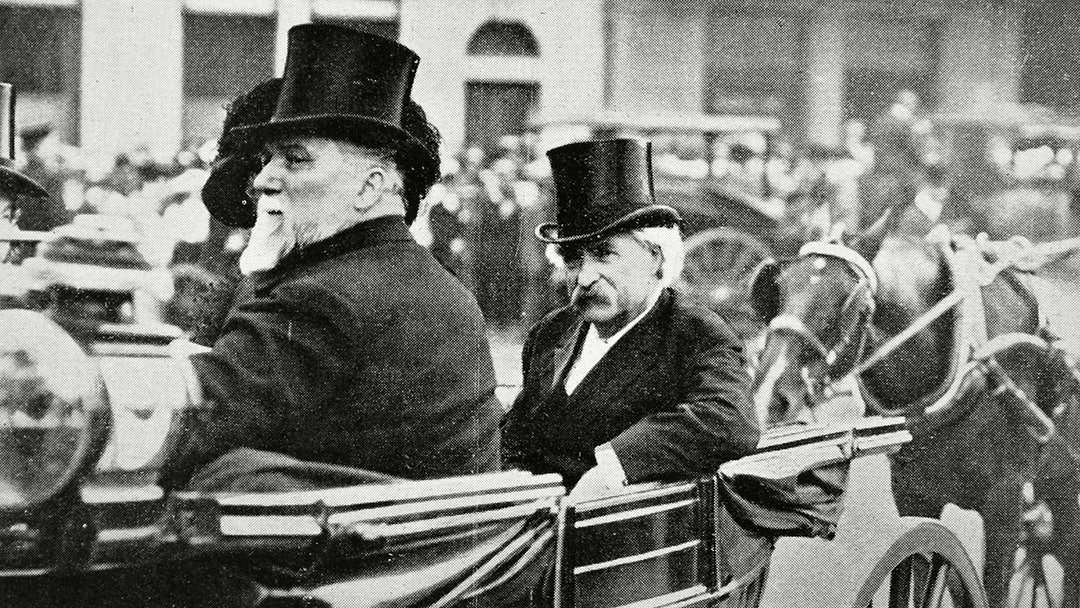 Mark Twain Us Novelist (1835-1910) in A Carriage with the British Politician Mr. Henniker-heaton During A Visit to London in 1907. the Illustrated London News. June 29th 1907. P.276