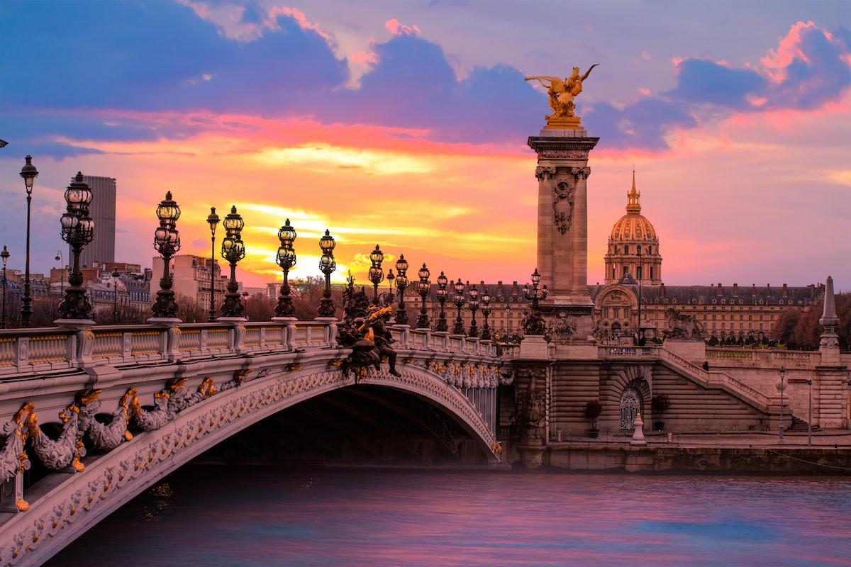 Dollar Flight Club's Nov. 7 Deals To Paris are over 70% normal round-trip prices.
