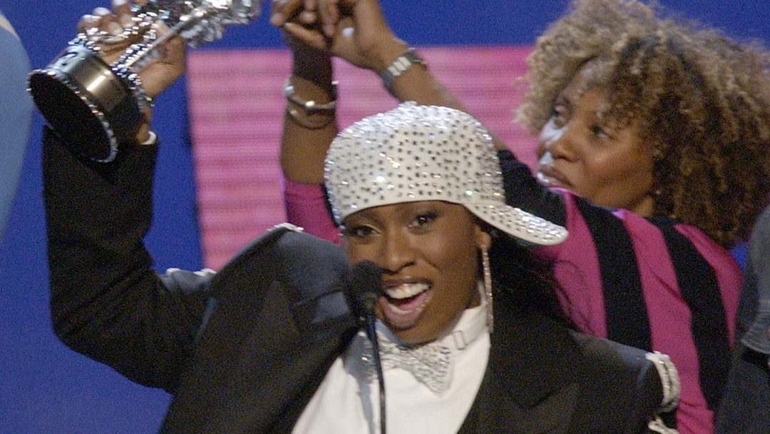"""ELLIOT Missy Elliott, left, accepts the award for Best Hip-Hop Video of the Year for """"Work It,"""" during the MTV Video Music Awards at New York's Radio City Music Hall"""