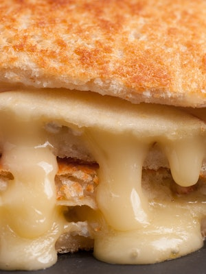 grilled cheese sandwiches with apple and brie, take out style