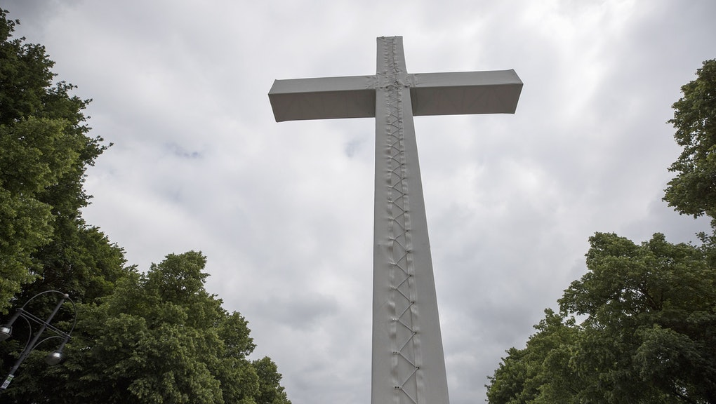 A large cross is put up on the main boulevard at the Brandenburger Tor during the German Protestant Church Day (Evangelischer Kirchentag) in Berlin, Germany, 25 May 2017. The German Protestant Church Day takes place in Berlin and Wittenberg from 24 through 28 May 2017 in the year of the 500th Reformation anniversary.