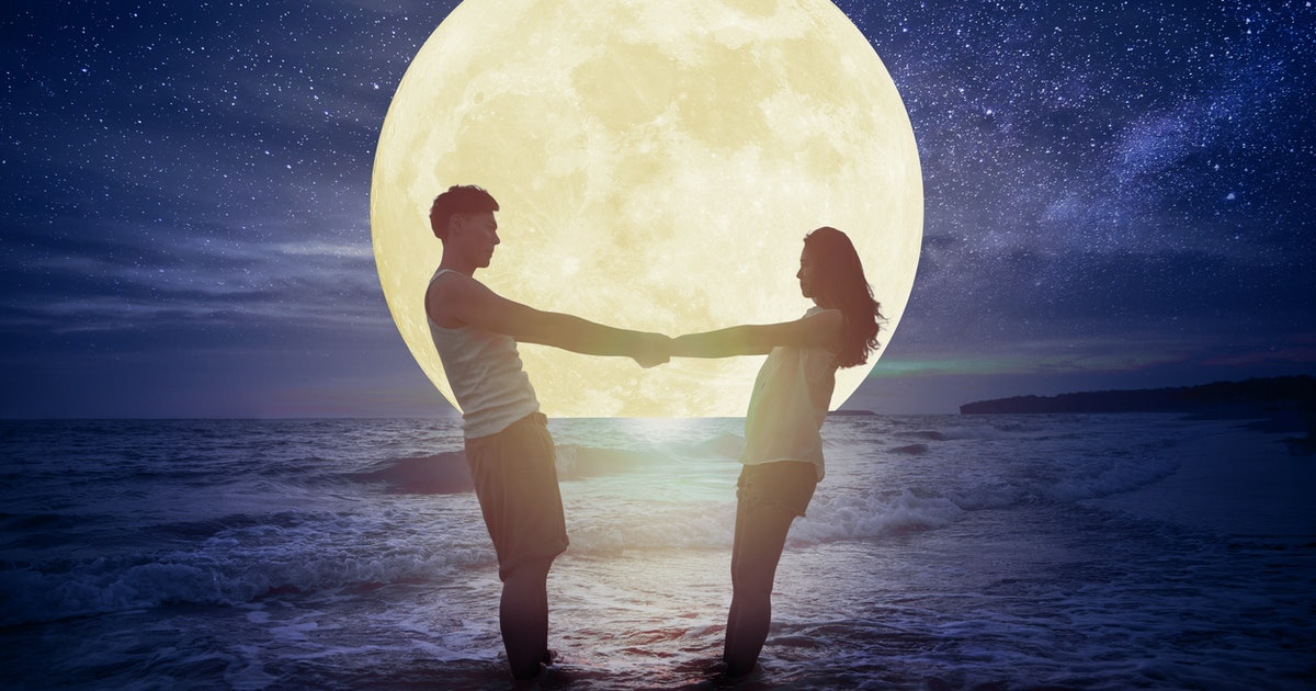 How The December 2019 Full Moon Will Affect Your Love Life, Based On Your Zodiac Sign