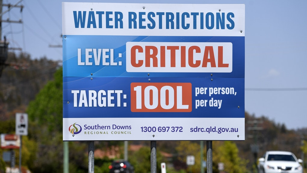 A billboard indicates critical water levels near Stanthorpe, Queensland, Australia, 16 October 2019 (issued 29 October 2019). The town of Stanthorpe has been struggling with severe drought and consequential bushfires since September 2019. With the dam's water level down to 25 percent, the town faces an imminent water shortage. Queensland Premier Annastacia Palaszczuk announced in September 2019 a plan to truck in 1.6 million liters of water from a nearby dam to the Storm King Dam, as Stanthorpe is predicted to run out of water by Christmas.