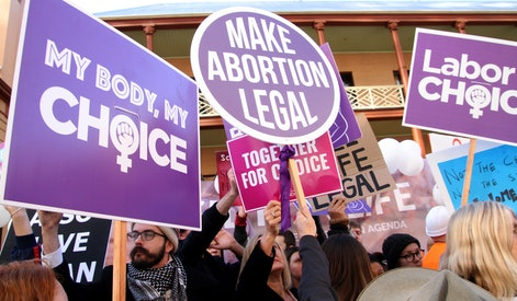 Pro-Choice and Pro-Life protesters
