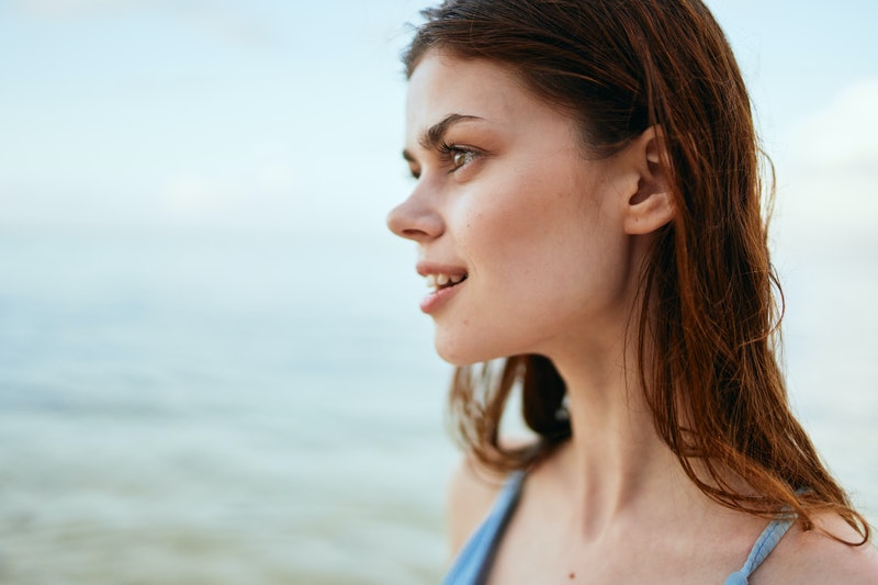 woman on the background of the ocean nature