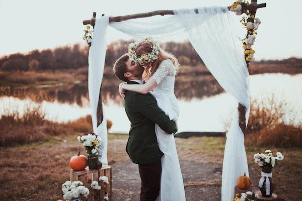 bride and groom on wedding ceremony on rustic autumn wedding