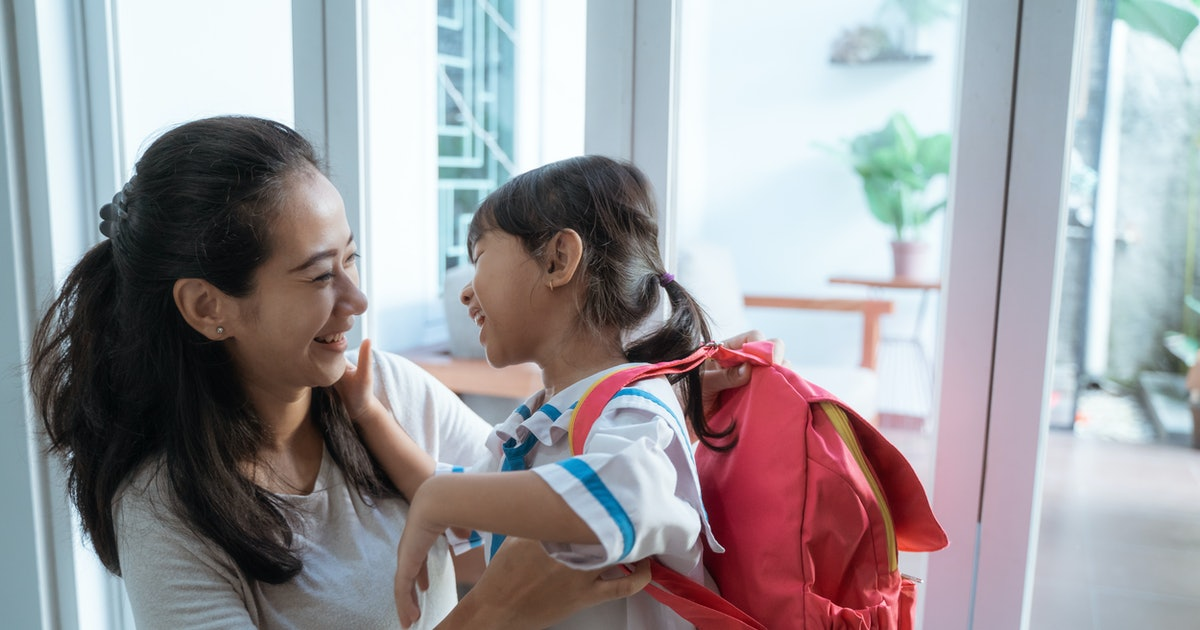 7 Signs Your Child Is Adjusting Well To School, According To Experts