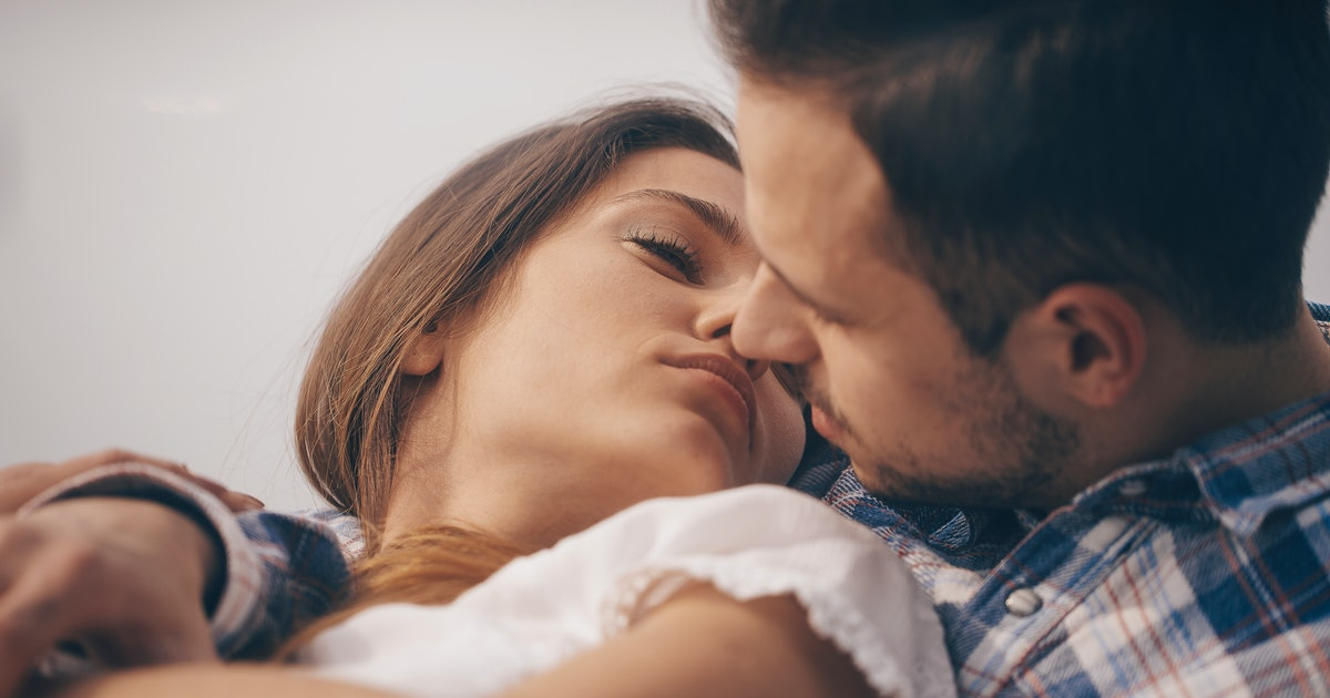 What Does A Great First Kiss Feel Like? 9 People Describe It