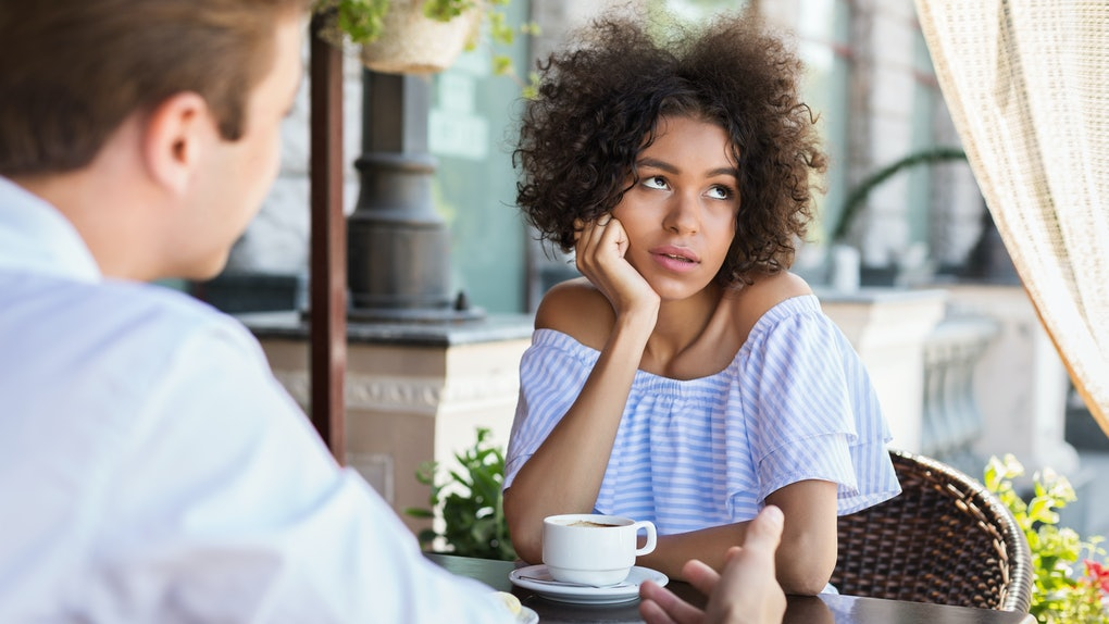 3 Body Language Signals That Mean Your Date Is Bored, So Check, Please!