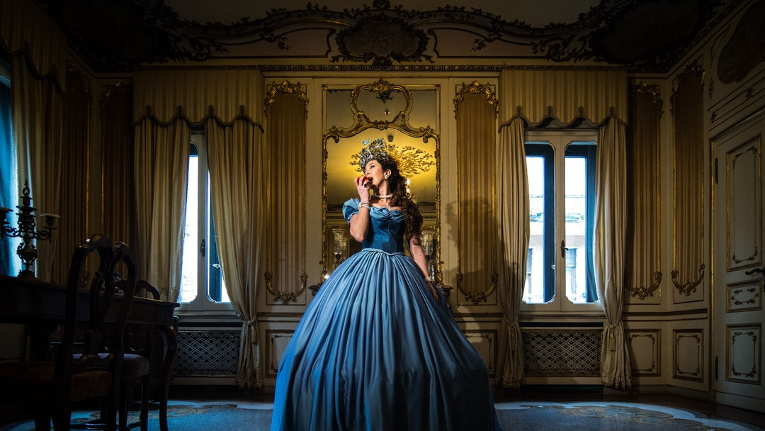 A model poses at the hystorical Ca' Nigra Palace, wearing a Cinderella costume of the 1800s made with Rubelli silk.