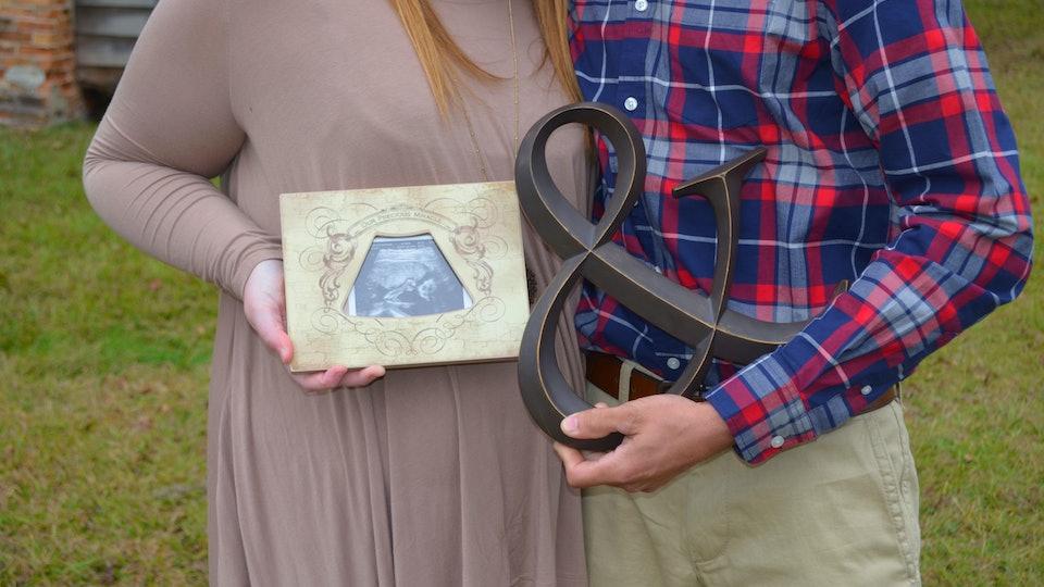 Pregnancy announcement photography.