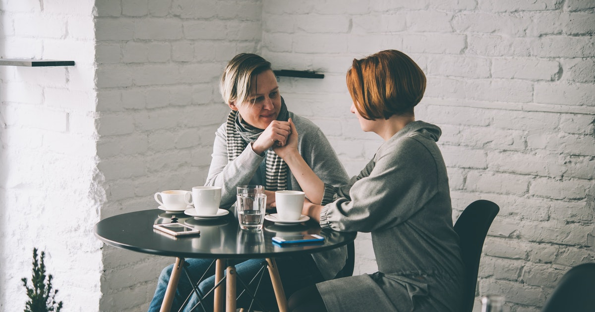6 Questions To Ask On A First Date, According To Experts