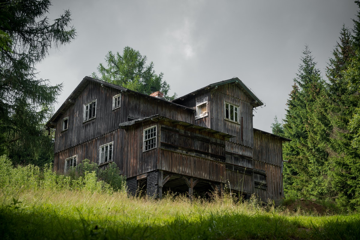 Old, abandoned hostel on a mountain trail