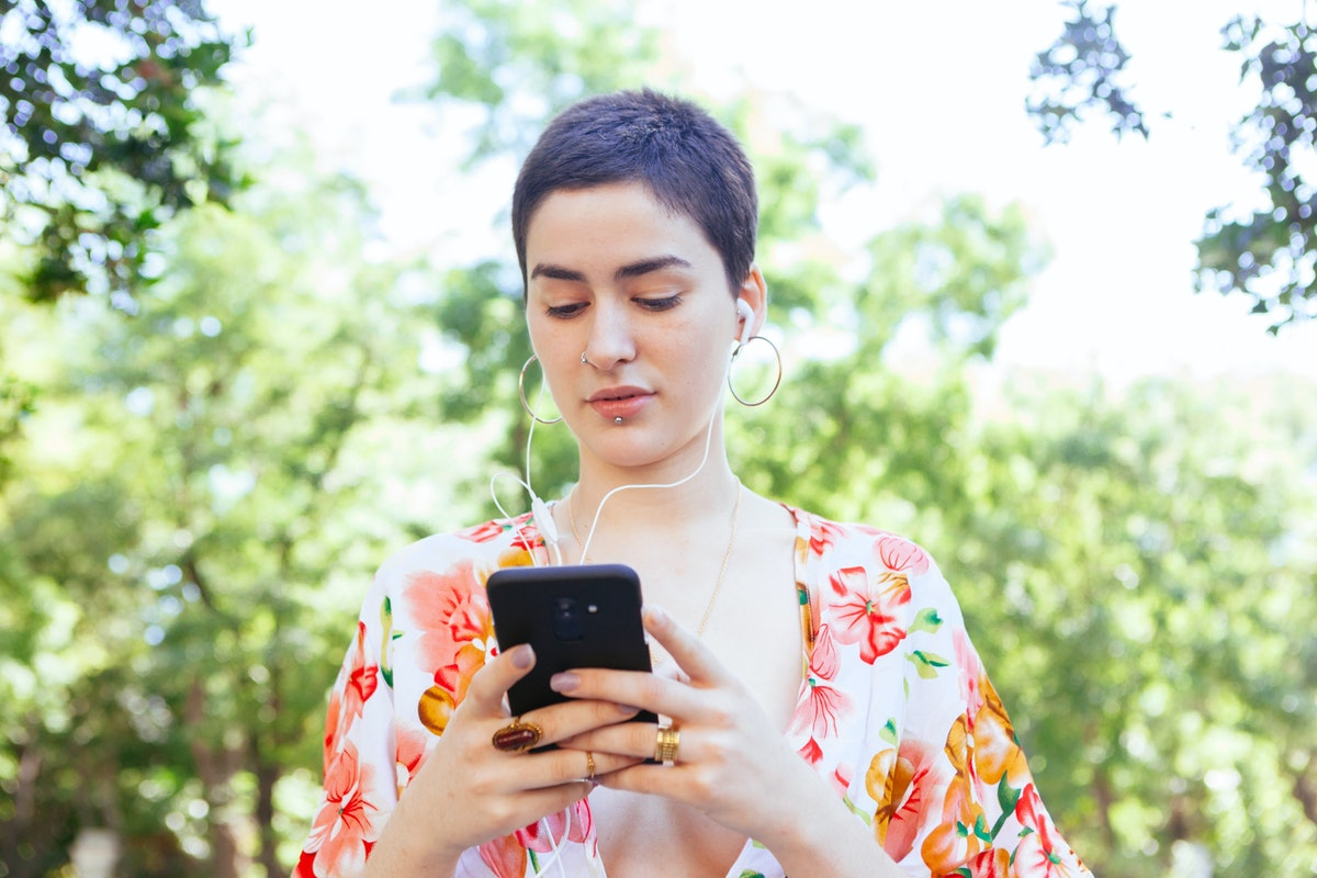 Sending short texts may be a sign your crush isn't into you.