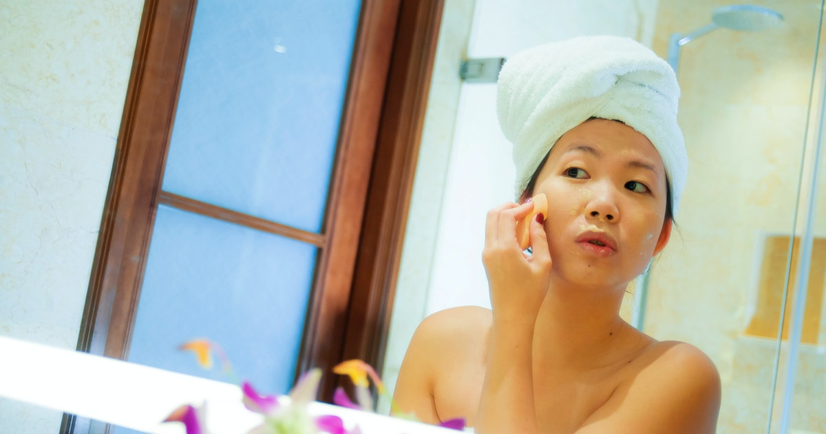 6 Holiday Beauty Hacks, So You Can Maintain Your Skin Care Routine *Anywhere*