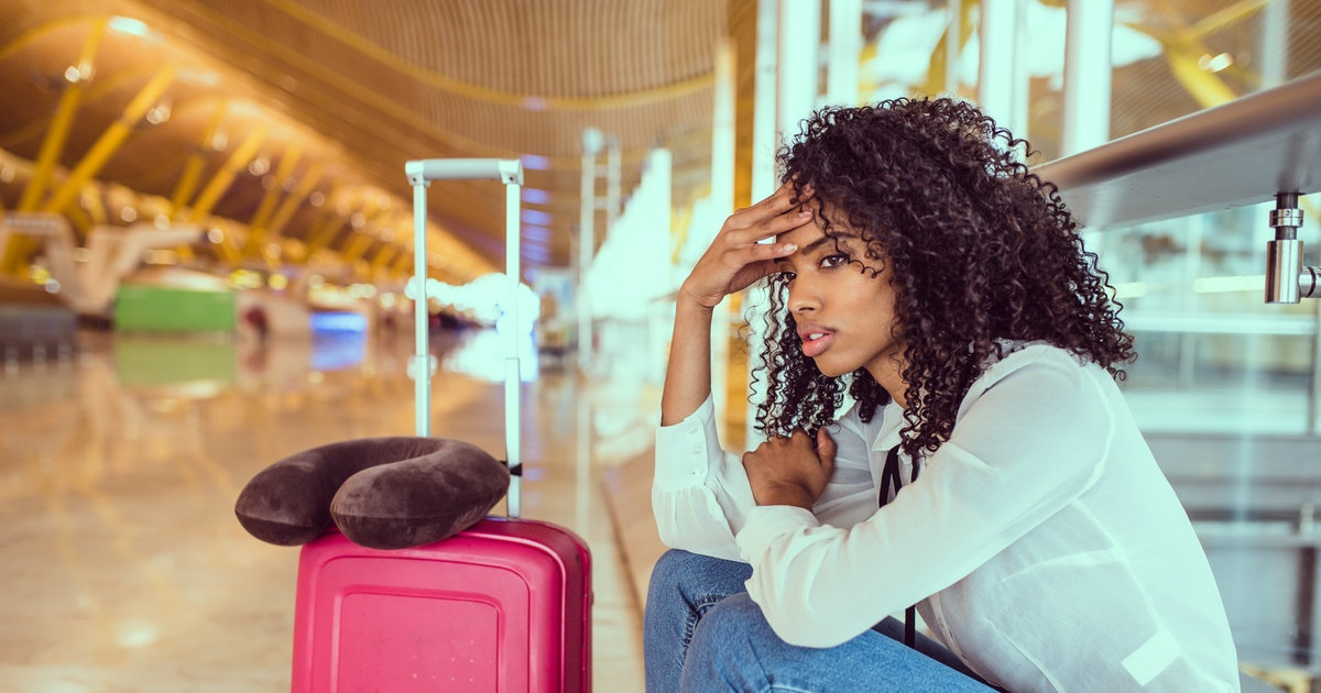 How To Ease Panic Attacks While Traveling Alone, According To A Therapist