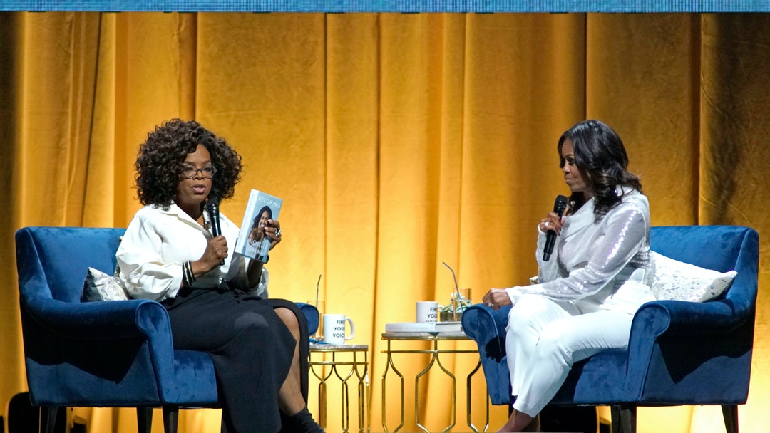 """Michelle Obama, Oprah Winfrey. Michelle Obama, right, discusses her new book with Oprah Winfrey, left, during an intimate conversation to promote """"Becoming"""" at the United Center, in Chicago"""