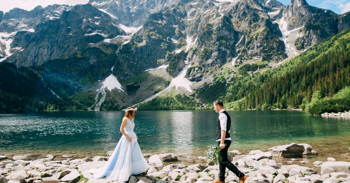 25 Mountain Wedding Instagram Captions & Feeling On Top Of The World With Your SO