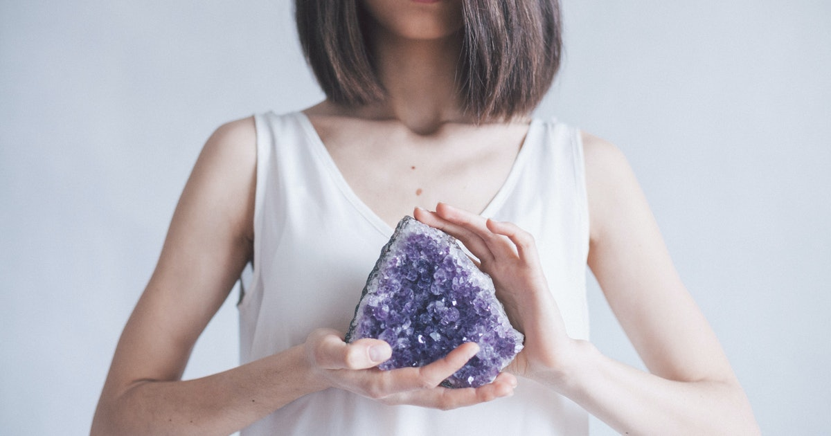 How To Meditate With Crystals & Fully Manifest What You Want