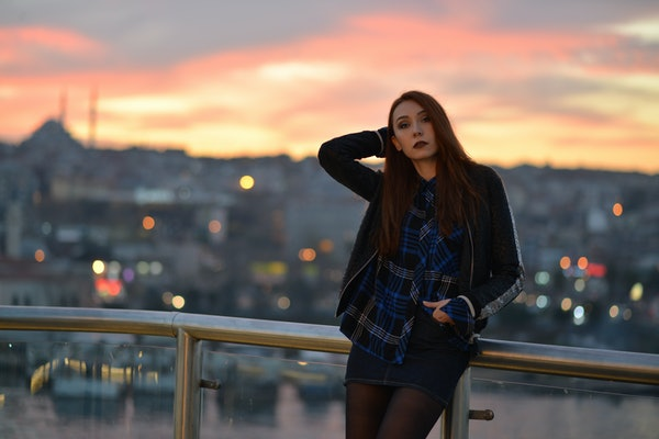 portrait of girl at night in the city