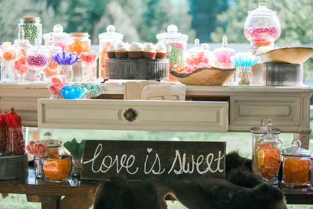 wedding dessert and wedding cake candy