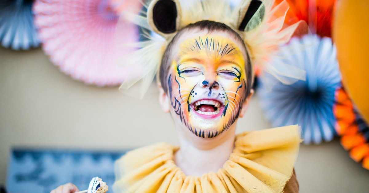 16 'Lion King' Halloween 2019 Costumes In Sizes To Fit Your Whole Pride