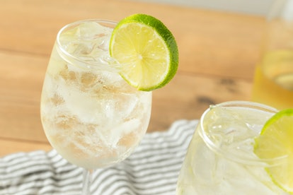 Alcohlic Refreshing Wine Spritzer with LIme and Soda