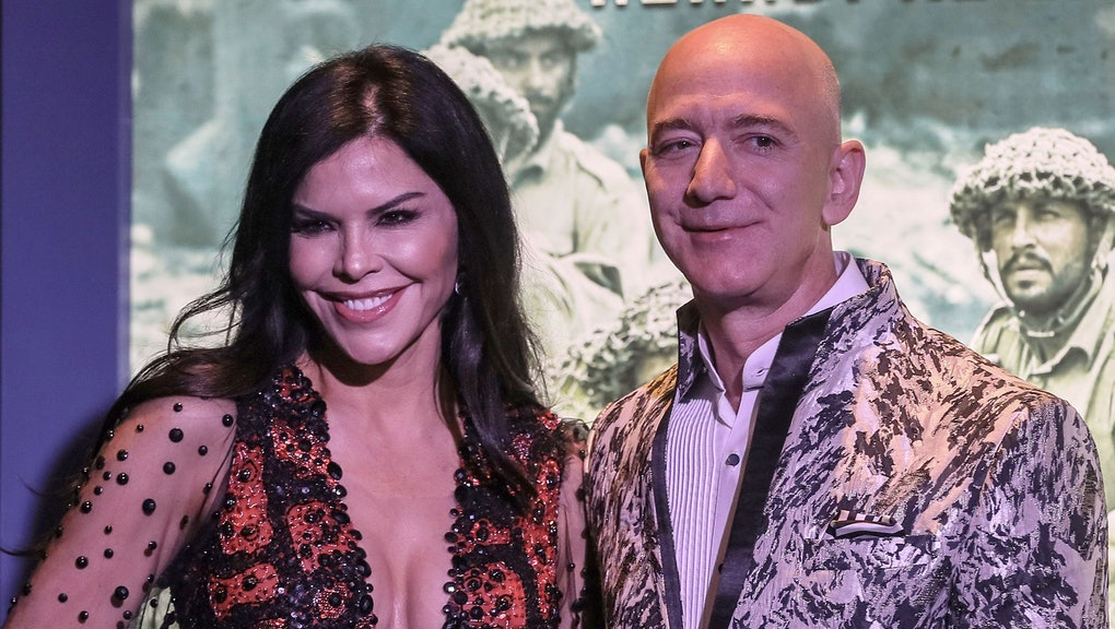 Amazon Founder and CEO Jeff Bezos (R) and his partner, US new anchor Lauren Sanchez (L), poses for photographs during an event in Mumbai, India, 16 January 2020. According to media reports, Bezos announced an investment worth over one billion US dollar aimed at digitizing small and medium businesses in India.