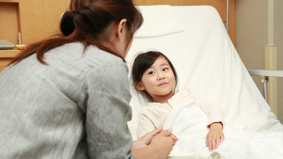 a little girl in a hospital bed