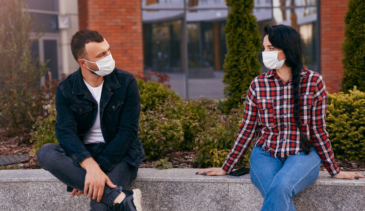 Worried about dodging a kiss during a pandemic date? Just have a convo about personal boundaries ahe...