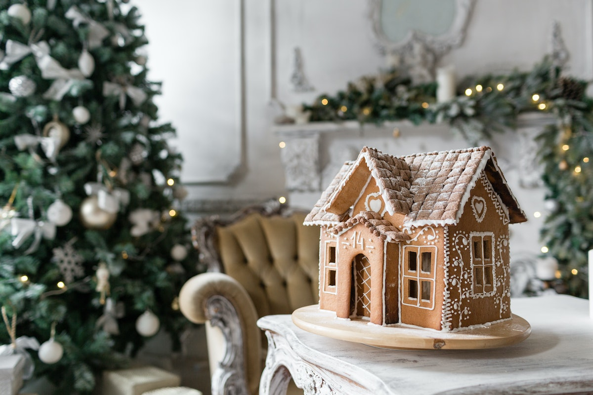 8 gingerbread house kits for the holidays